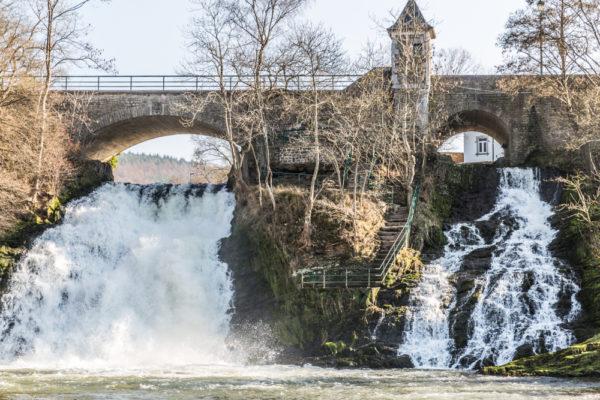 Brug met twee watervallen in Spa, België - Foto: Shutterstock