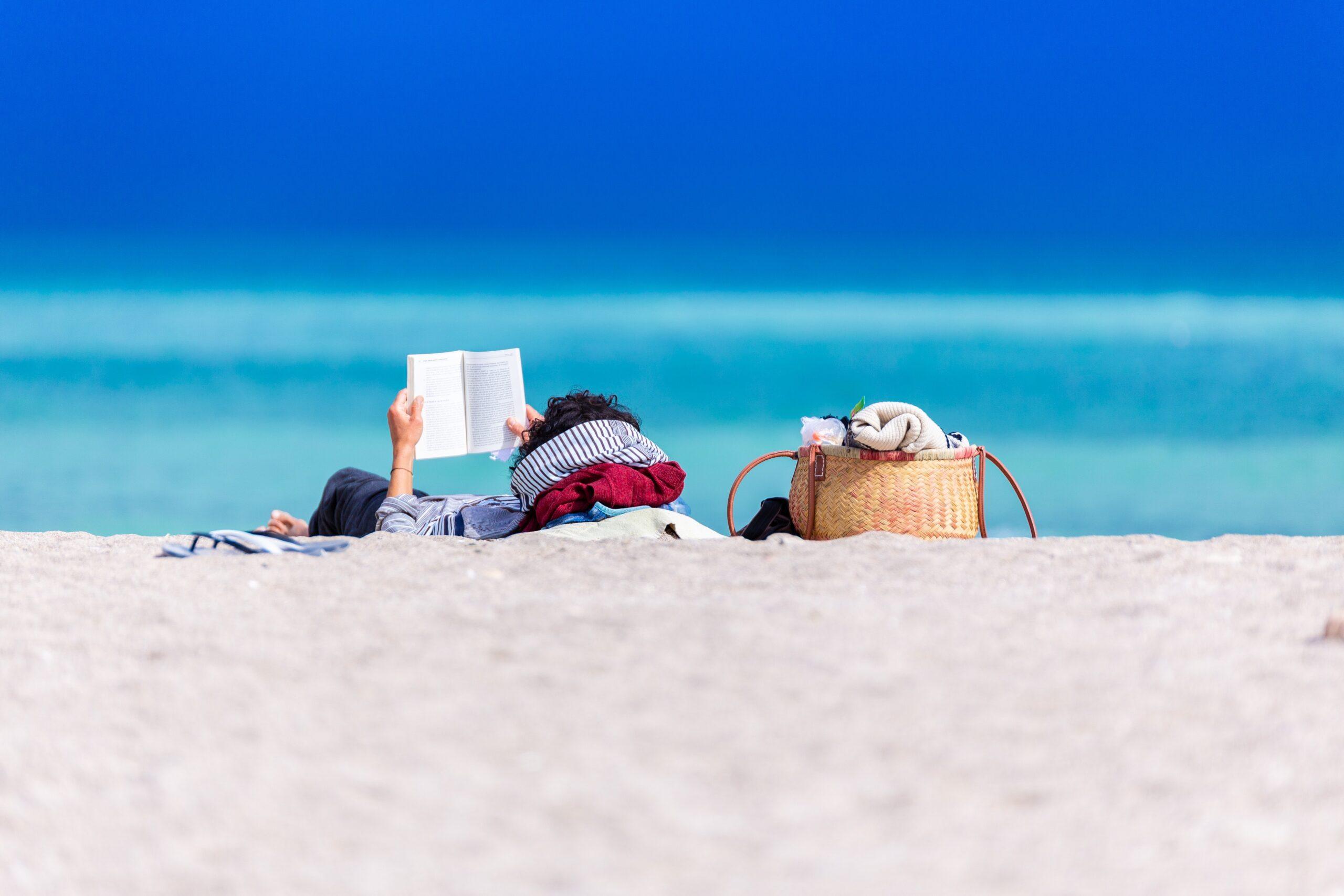 Deze 8 boeken mogen niet ontbreken in je koffer!